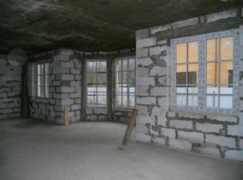 Из чего строить дом для пмж. Дом из камня