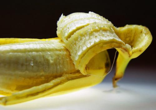 Банановые корки применение. Польза банановой кожуры и 16 способов ее использования