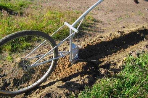 Ручной окучник для картошки. Самодельный ручной окучник из велосипеда