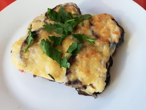 Мусака из баклажанов с фаршем и картофелем. Мусака из баклажанов-знаменитое блюдо греческой кухни