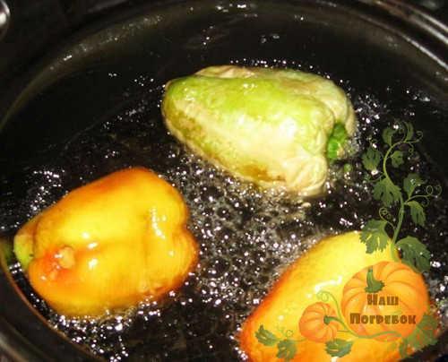 Перец консервированный на зиму жареный. Жареный перец, консервированный целиком с чесноком