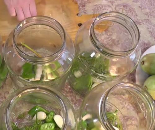 Консервированные кабачки хрустящие рецепт самые вкусные. Консервирование кабачков в домашних условиях без стерилизации. Очень вкусные